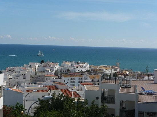 Cerro Malpique Aparthotel : View over old town and bay from roof terrace