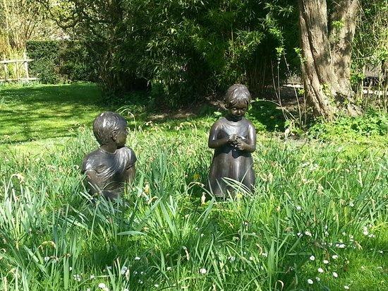 Belmond Le Manoir aux Quat'Saisons : Bespoke sculptures in the gardens