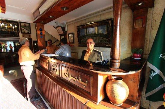 Golestan Hotel: Staff counter