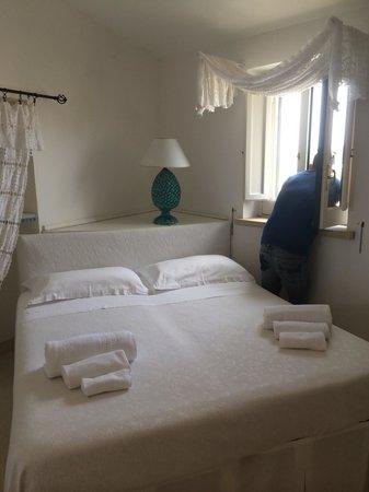 Palazzo de Mori: Camera da letto! Forniti asciugamani, ciabatte e saponi