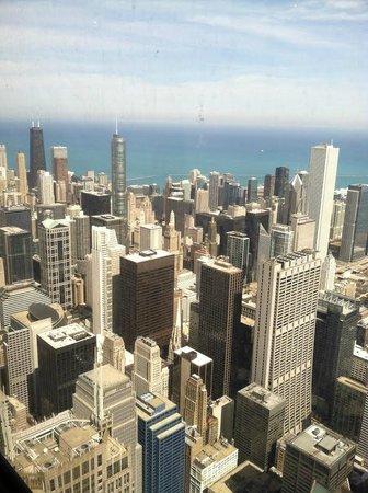 Skydeck Chicago - Willis Tower : Chicago skyline.