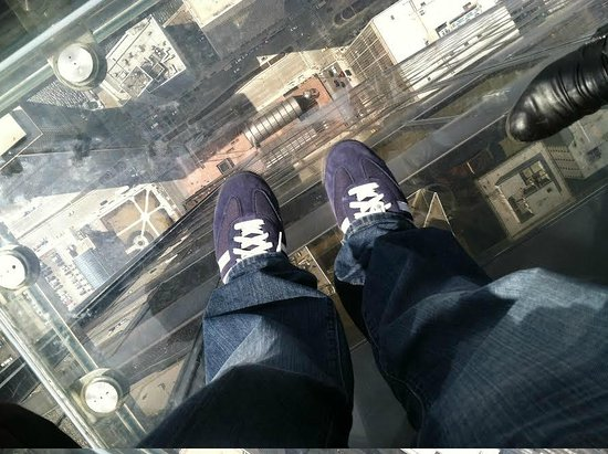 Skydeck Chicago - Willis Tower : On the ledge.