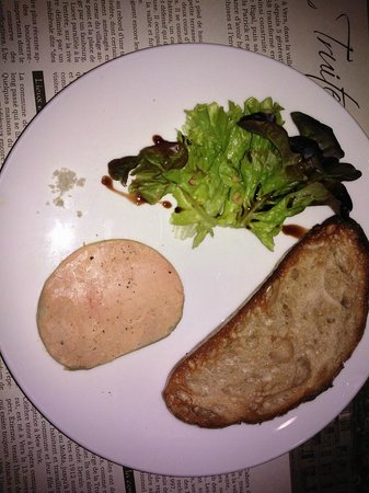 Hotel la Truite Doree: La tranche de fois gras avec pain grillé... Bien servi et excellent