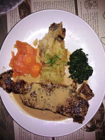 Hotel la Truite Doree: Faux filet sauce poivre et petits légumes, une belle part, tendre et parfaitement cuit.