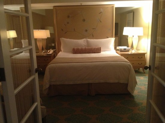 Four Seasons Hotel Los Angeles at Beverly Hills : The bedroom with french doors