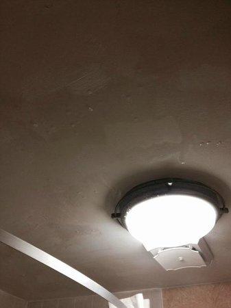 Clarion Inn & Suites At International Drive: Quando tomava banho o vapor ficava no teto