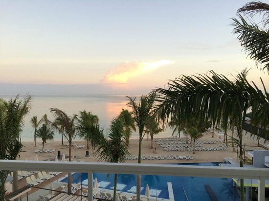 Hotel Riu Palace Jamaica: Sunrise from my balcony at 5:30am