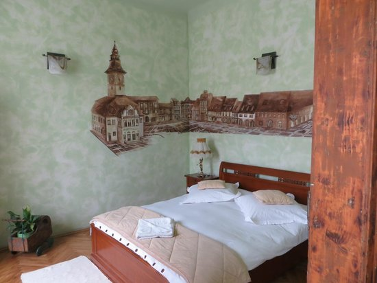 Casa Albert: The Green Room
