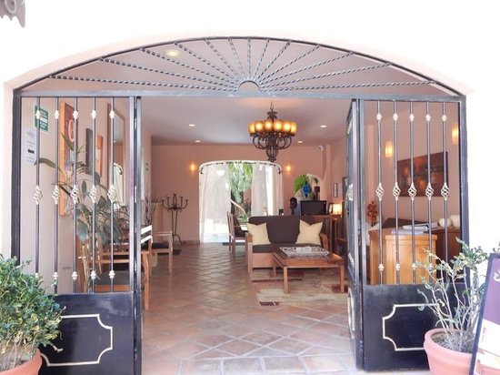 Acanto Boutique Hotel and Condominiums Playa del Carmen Mexico: Beautiful entrance