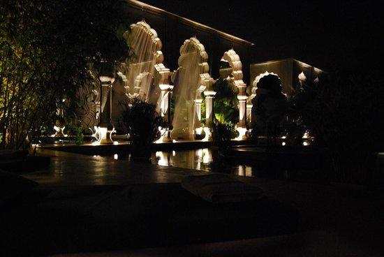 Palais Namaskar: chambre deluxe le soir