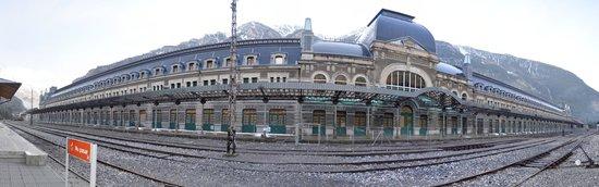Estación Internacional de Canfranc: Panoramica de la estación