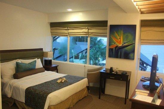 Acuatico Beach Resort & Hotel: Vista de laiya room. The only spacious room they have I believe.
