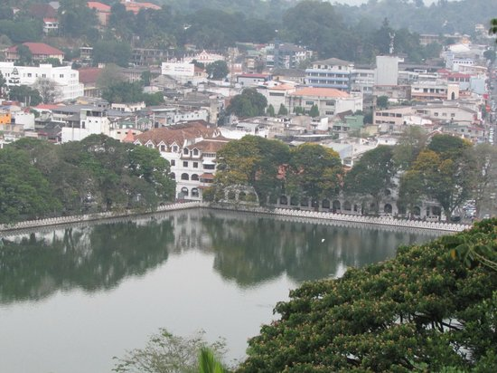 Kandy Lake: Panorama of Kandy