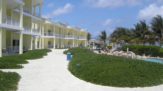 Wyndham Reef Resort : looking along the resort.  all beach front!