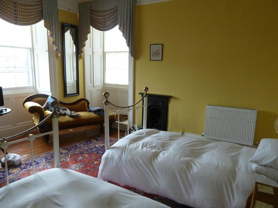 Carlyle House: Our room at front of house