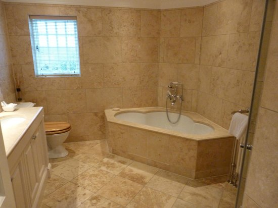 The Glenmorangie House: En Suite Bathroom  also has his/hers Wash Hand Basins
