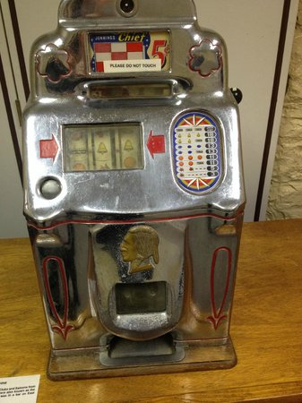 Greater Southwest Historical Museum: Old slot machine