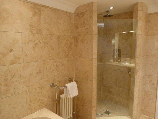 The Glenmorangie House: En Suite Bathroom with Shower