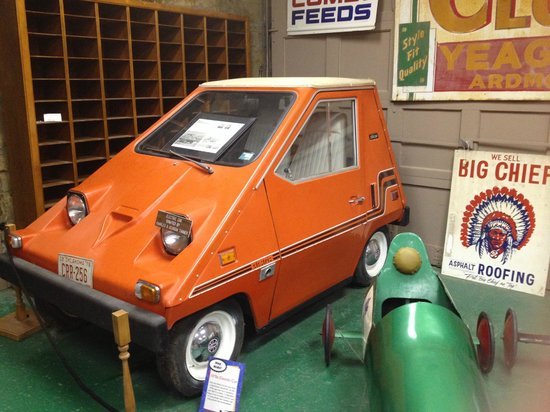 Greater Southwest Historical Museum: Crazy cool orange car.