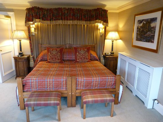 The Glenmorangie House: Large Bed in Morayshire suite