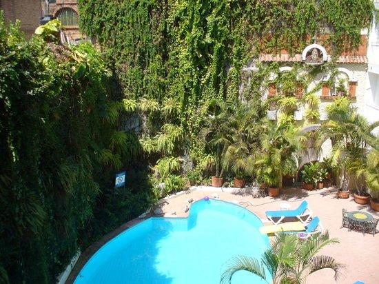 Los Arcos Suites: Pool view.