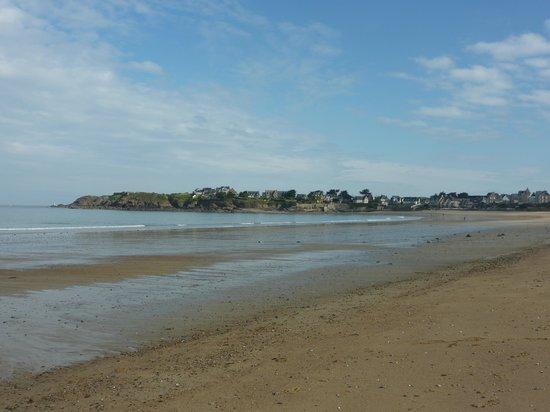Residence Reine Marine : Depuis la plage, vue sur Rothéneuf