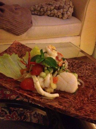 Thai Vibe: Spicey seafood salad