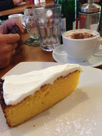 Kafe U ZeIenych Kamen: Lemon cake with icing