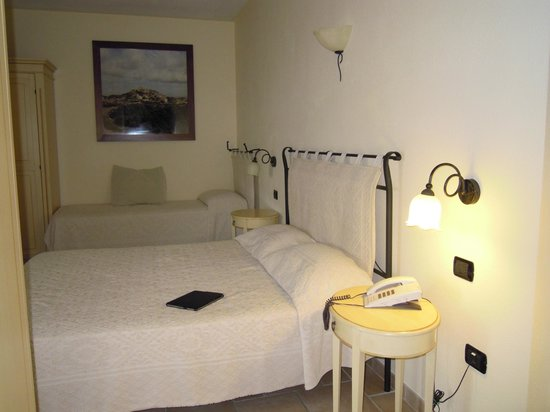 Hotel e Residence Villa Del Parco: camera a tre letti