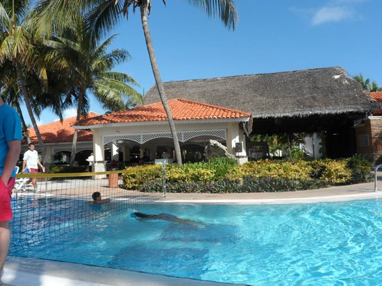 Sol Cayo Guillermo: bar and game area