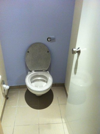Novotel Leeds Centre: Toilet Cubicle.