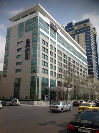 Park Inn by Radisson Azerbaijan Baku Hotel: ホテルの前にはモールがあり立地はよいです