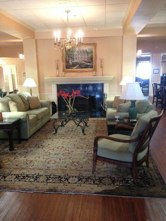 Richmond Inn & Suites-Baton Rouge College Drive: Nice lobby