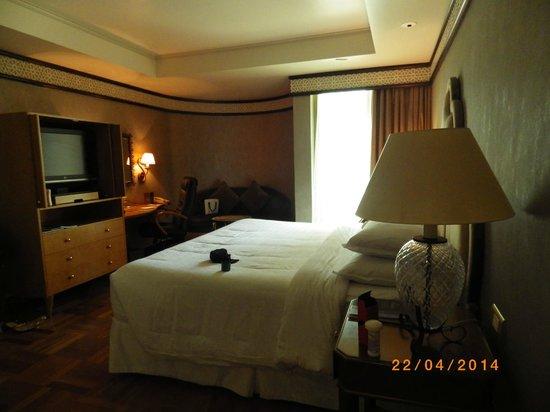 Sheraton Abu Dhabi Hotel & Resort: Master Bedroom In Suite