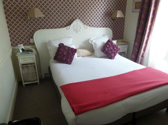 Hotel Motte Picquet: 3rd floor room