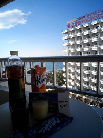 Bajondillo Apartments: prima colazione sul balcone