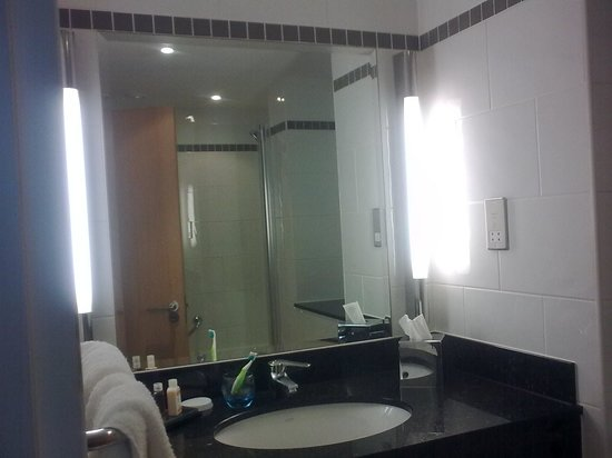 Radisson Blu Hotel, Glasgow: Excellent lighting in the bathroom