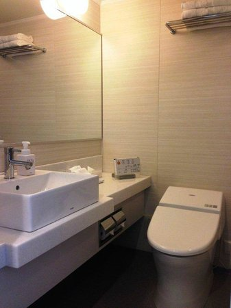 JR Kyushu Hotel Blossom Hakata Chuo: Bathroom