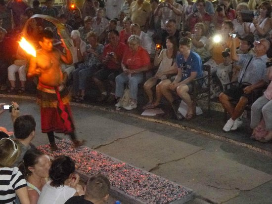 Kandyan Dance Performance: Marche sur la braise
