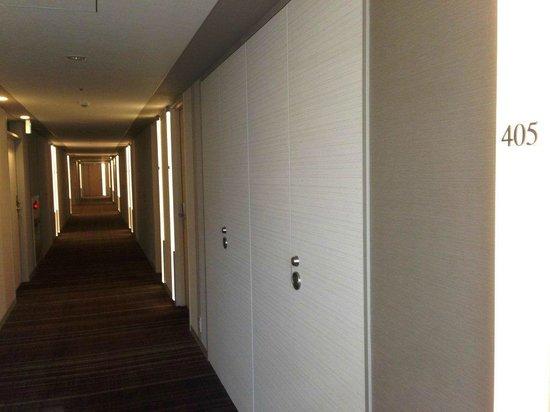 JR Kyushu Hotel Blosson Hakata Chuo: Hotel corridor