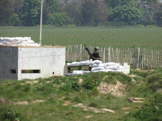 I 39 m hiding picture of quex park paintball birchington for Quax parc