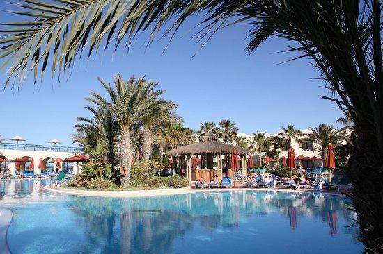 SENTIDO Djerba Beach : Piscine et bar central
