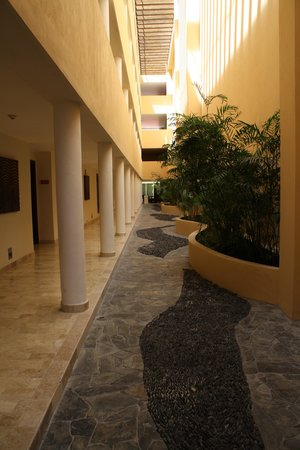 Now Jade Riviera Cancun : Easily accessible walkways