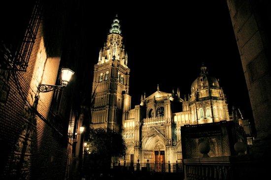 Catedral Primada: Fachada catedral desde el Ayuntamiento