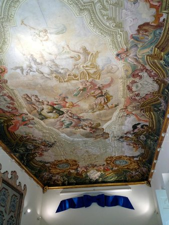 Maison Tofani: The magnificent ceiling in the Dinning room