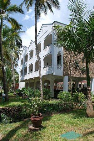 Sarova Whitesands Beach Resort & Spa: Территория отеля_корпуса