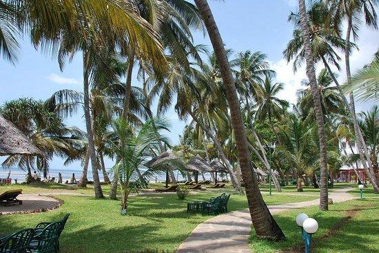 Sarova Whitesands Beach Resort & Spa: Территория отеля