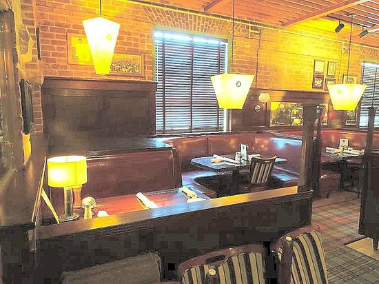 Mike's American Grill : dining area