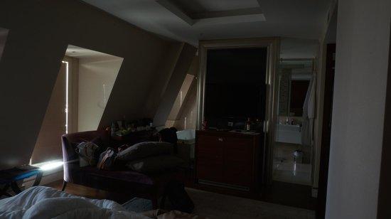 Levni Hotel & Spa: Alle 6 del mattino le tende non schermano completamente la luce