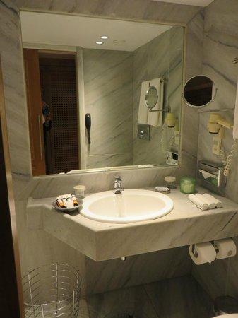 The Margi : Salle de bains chambre 406
